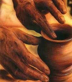 vaso nas mãos do oleiro