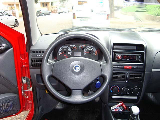 Painel do Fiat Palio HLX 2006 1.8 Flex Vermelho