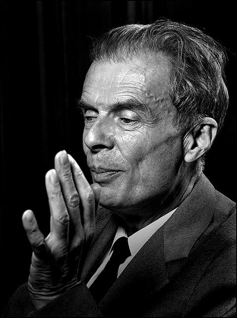 aldous huxley as an essayist Summary: in the novel brave new world, aldous huxley crafts a future   about the author: aldous leonard huxley (1894 - 1963) - novelist, essayist,  and.