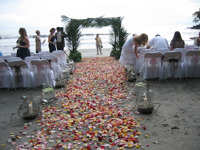 Beach weddings have a fairly wide range of decor possibilities for your