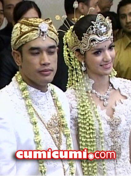 gambar Nia Ramadhani Kahwin