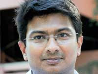 Udhayanidhi turns Hero