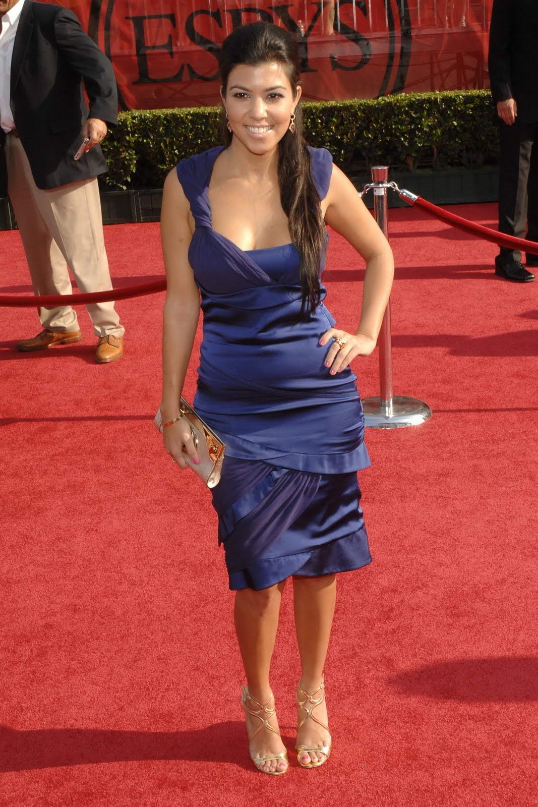 http://3.bp.blogspot.com/_UaLWp72nij4/S-8pu_iib3I/AAAAAAAALMo/kmh4SlHG9OI/s1600/kourtney-kardashian-feet.jpg