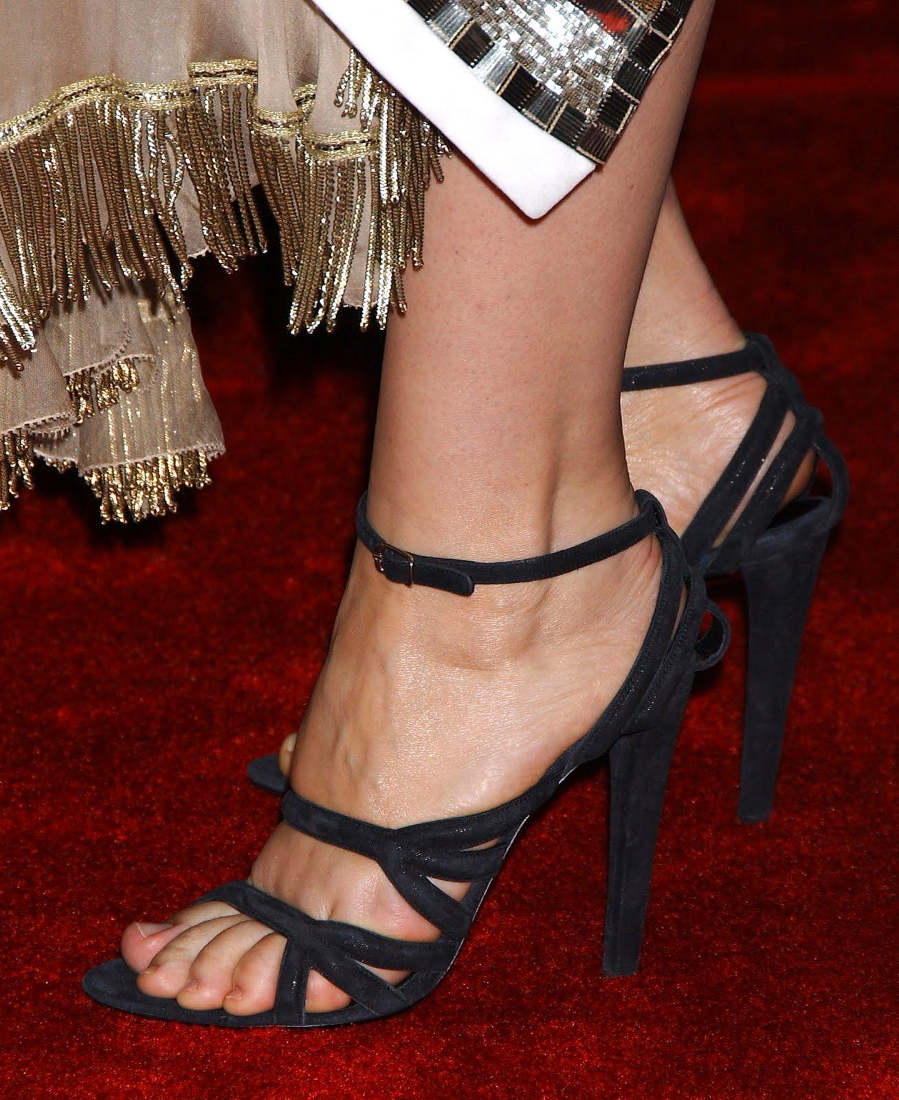 http://3.bp.blogspot.com/_UaLWp72nij4/S-NLflzr3mI/AAAAAAAAKCg/-DMDxTHCORM/s1600/juliette-binoche-feet-5.jpg