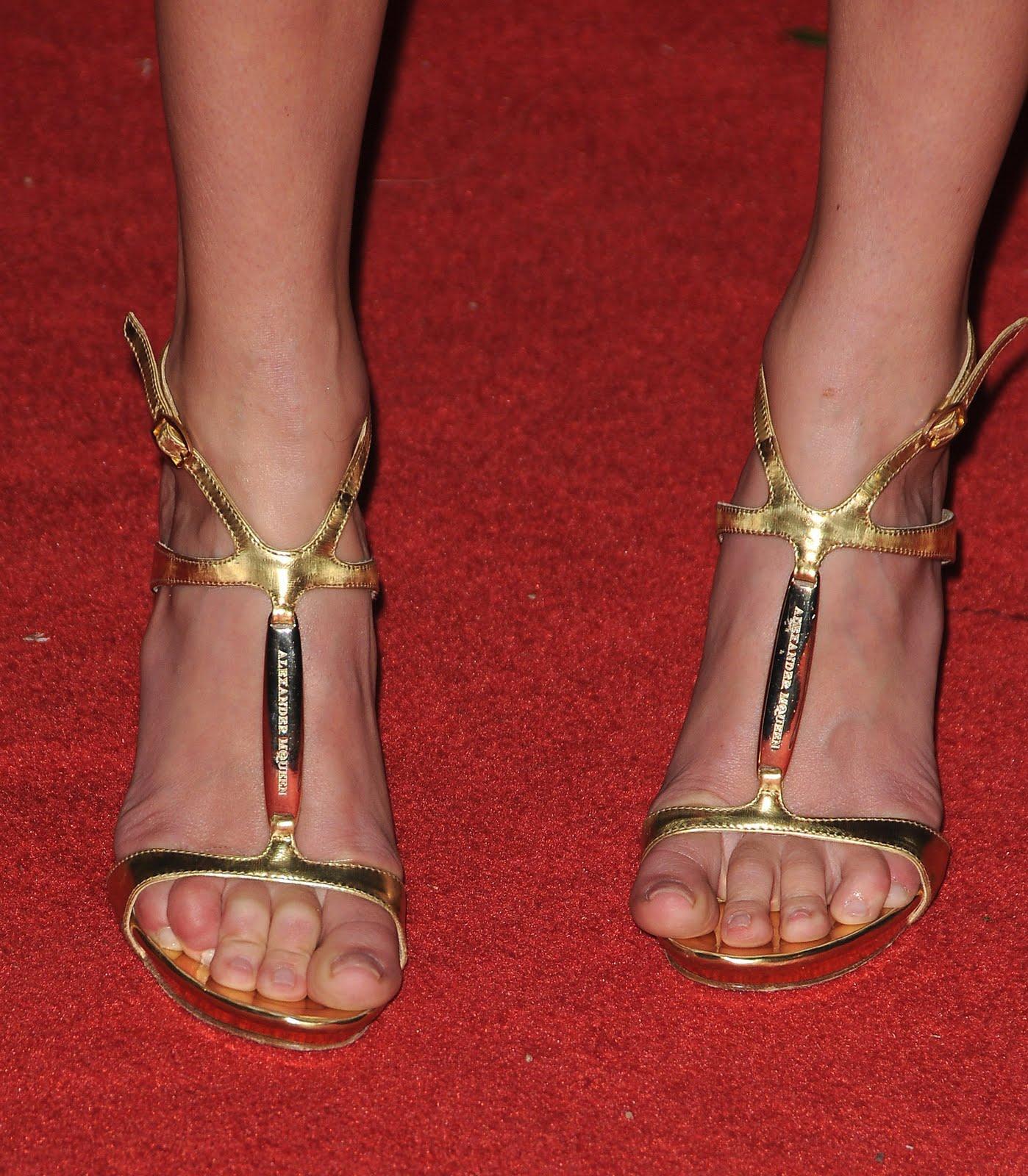 http://3.bp.blogspot.com/_UaLWp72nij4/S-R_HeqvTWI/AAAAAAAAKM4/nAMs8nqlsk4/s1600/kate-bosworth-feet.jpg
