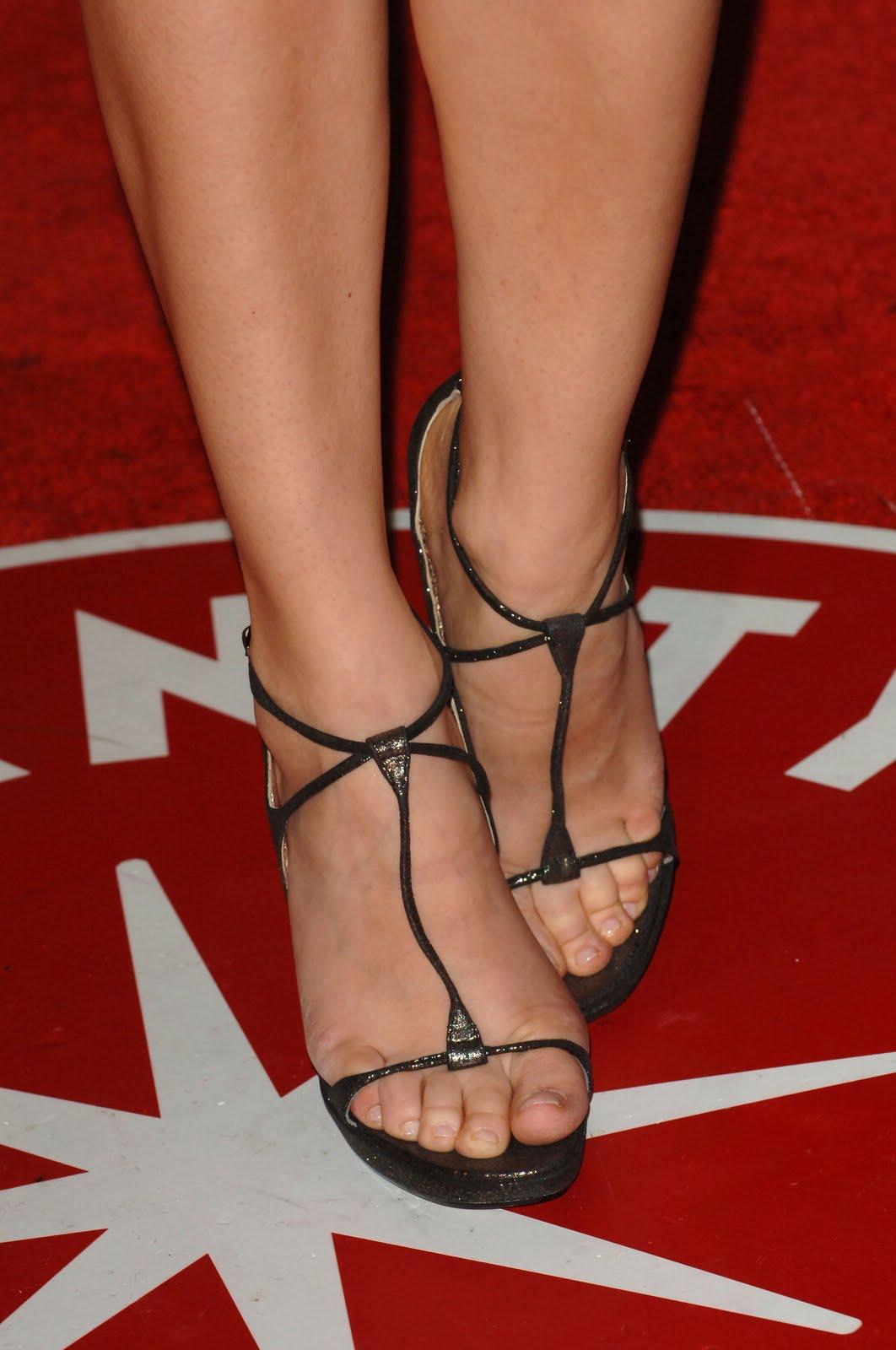 http://3.bp.blogspot.com/_UaLWp72nij4/S7GMEfGuKjI/AAAAAAAAFtE/pV0zEiRProQ/s1600/diane-kruger-feet.jpg