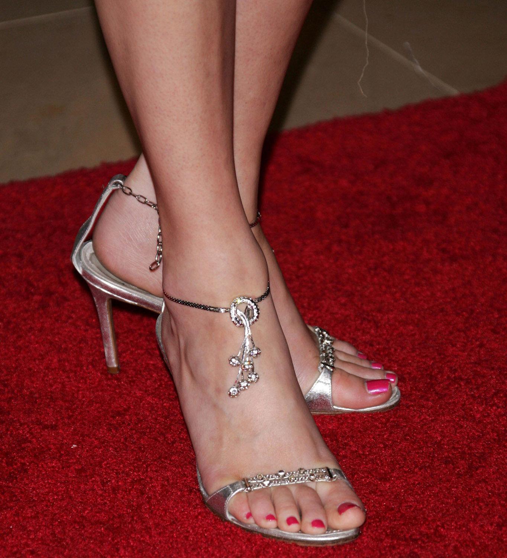 http://3.bp.blogspot.com/_UaLWp72nij4/S7UyLK0LNFI/AAAAAAAAF-k/RKnqqetRy7k/s1600/elizabeth-banks-feet-3.jpg