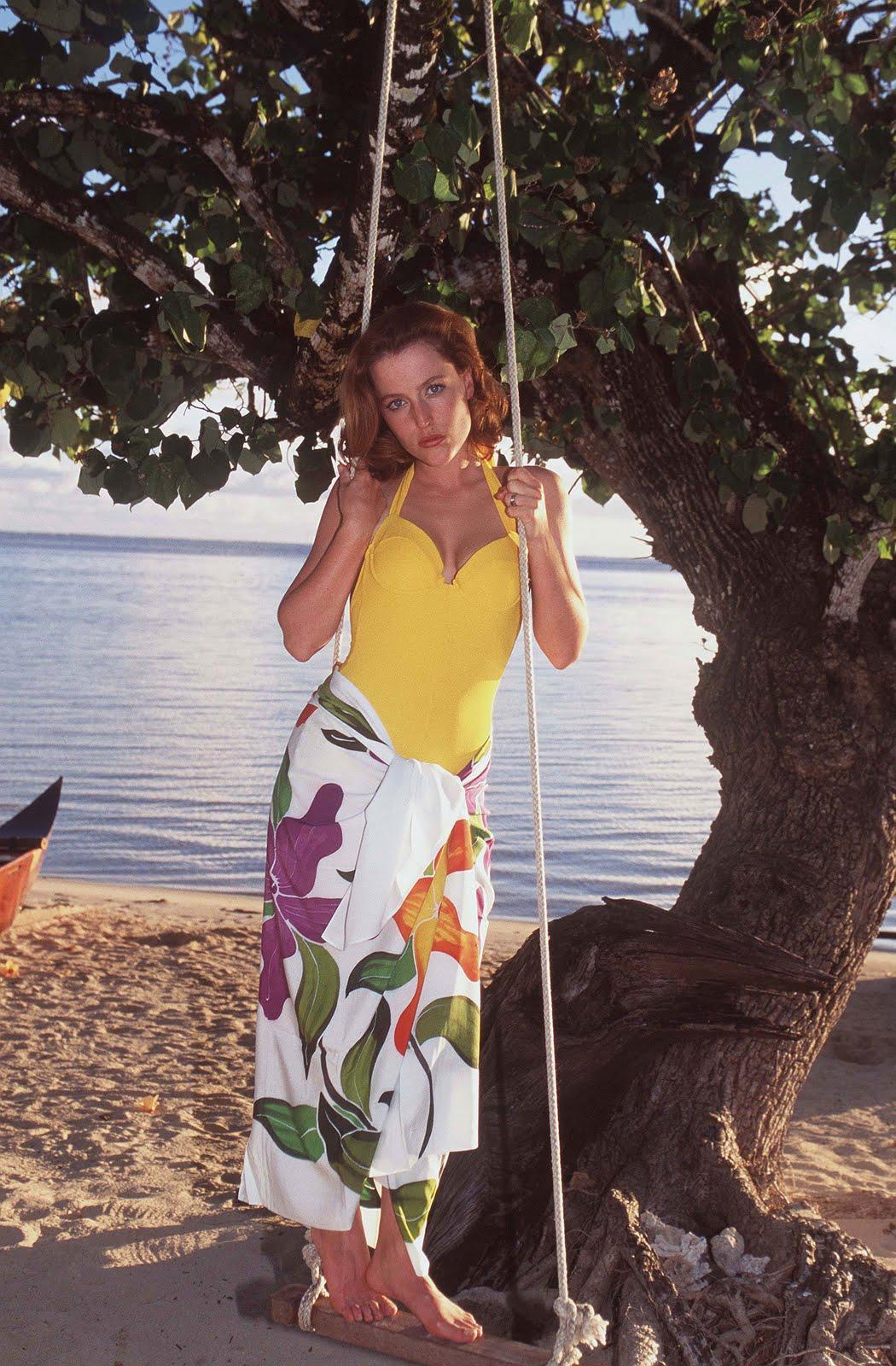 http://3.bp.blogspot.com/_UaLWp72nij4/S8i-O2LRZ4I/AAAAAAAAHn4/zj1G52WnjAc/s1600/gillian-anderson-feet-2.jpg