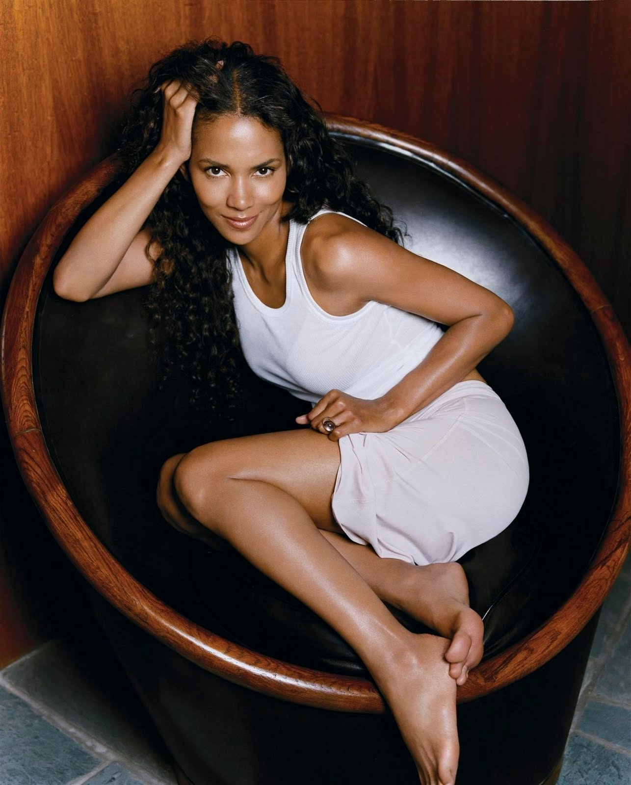halle berry feet