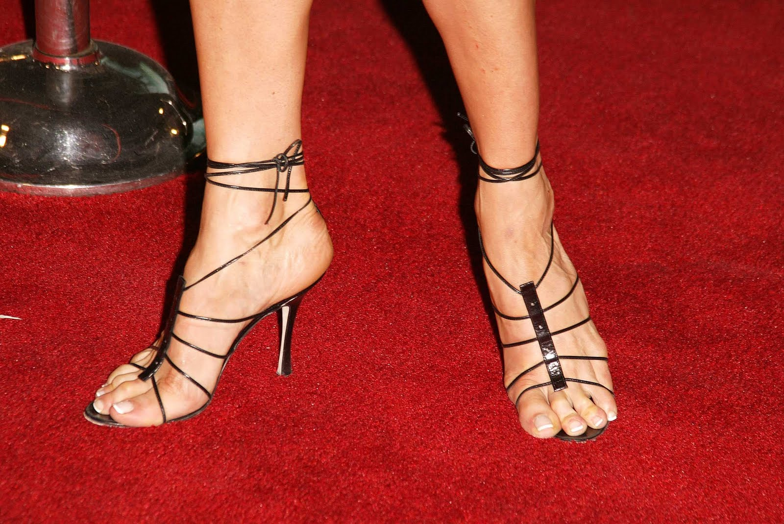 Jenna Elfman Feet, Legs And Shoes Photos