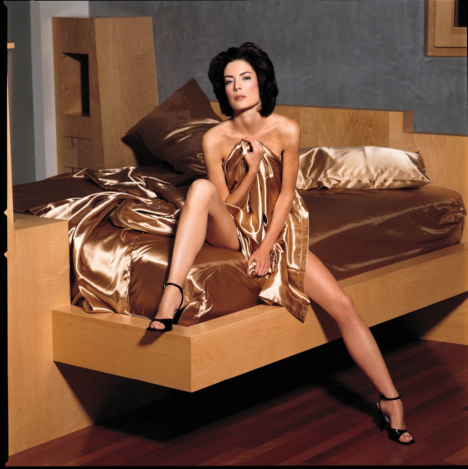http://3.bp.blogspot.com/_UaLWp72nij4/S_GiYyp4RWI/AAAAAAAALeY/mQRm0X4QG90/s1600/lara-flynn-boyle-feet-2.jpg