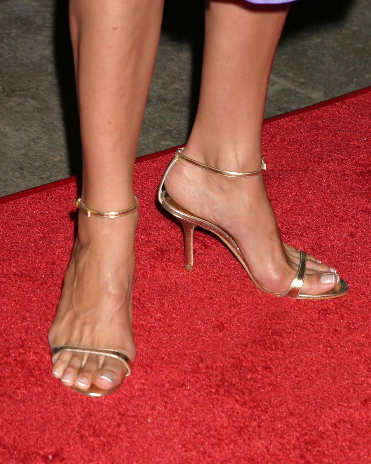 http://3.bp.blogspot.com/_UaLWp72nij4/TAVwmE3_6BI/AAAAAAAANPQ/j1eF7C3BiWg/s1600/mariska-hargitay-feet-2.jpg
