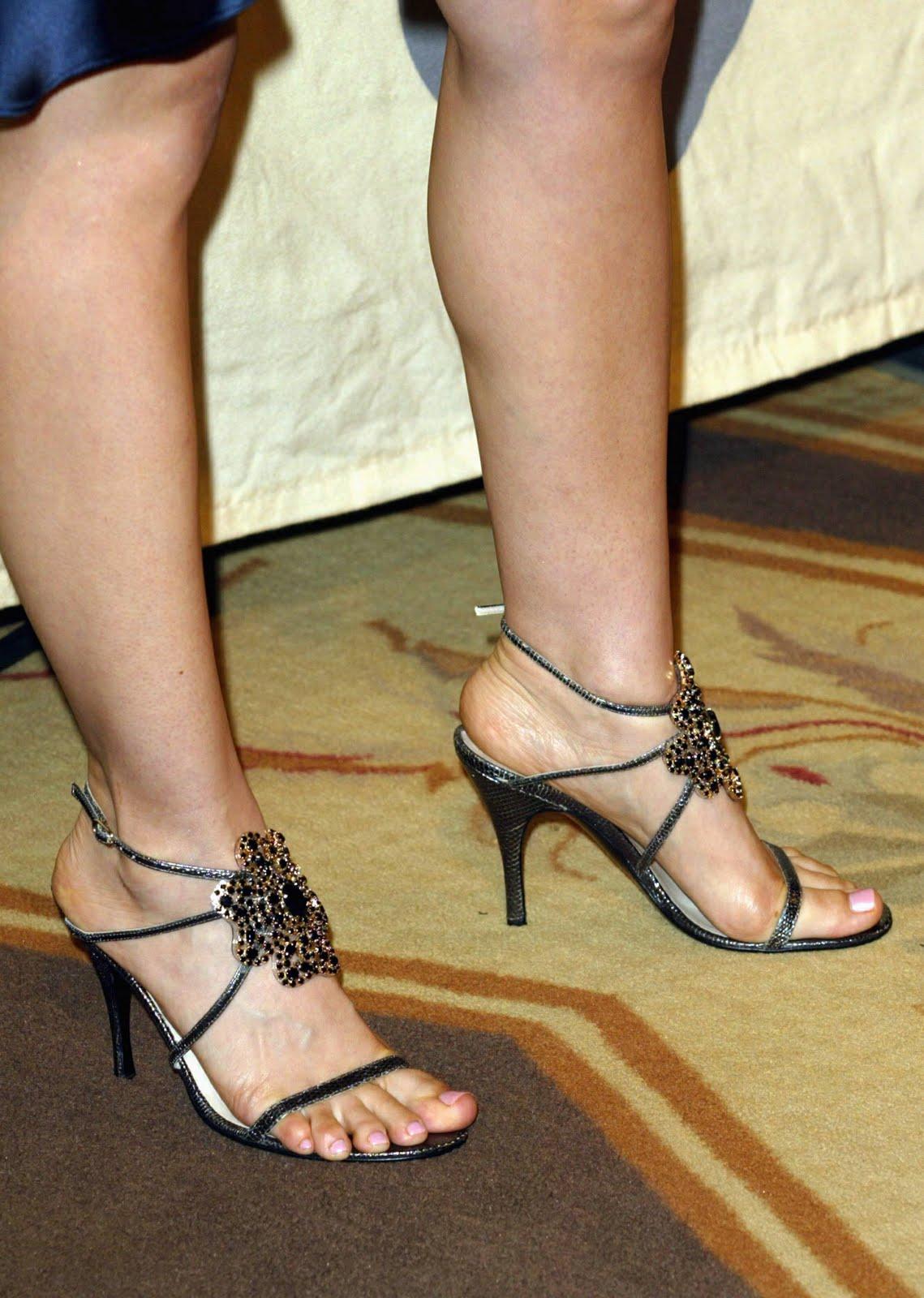 http://3.bp.blogspot.com/_UaLWp72nij4/TAlmYL8XkmI/AAAAAAAAN5o/j7JGSTQNKik/s1600/mena-suvari-feet.jpg