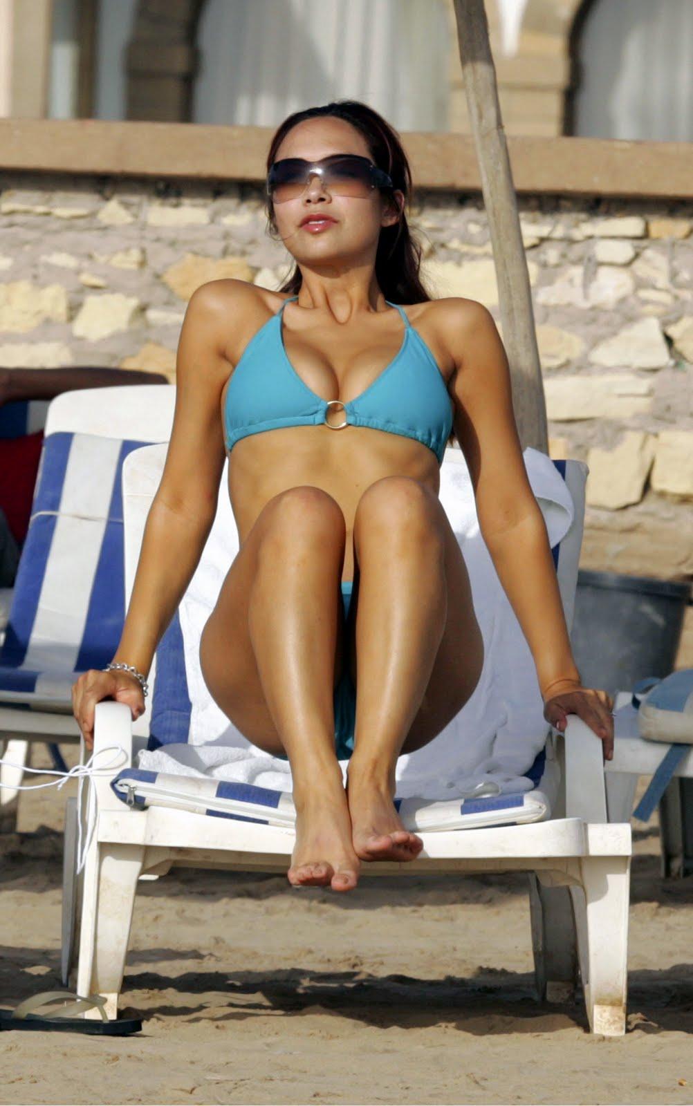 arab girl showing nude ass