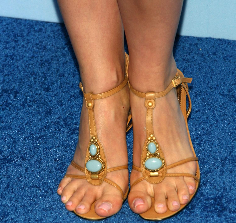 http://3.bp.blogspot.com/_UaLWp72nij4/TE8_OnyHfJI/AAAAAAAASUM/XEE2YbAFyaI/s1600/summer-glau-feet-4.jpg