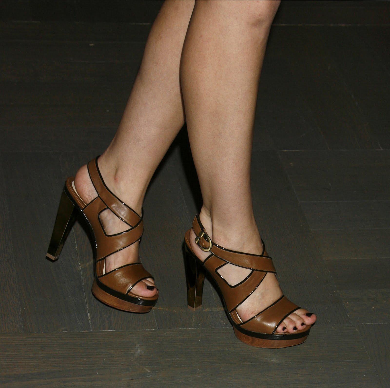 http://3.bp.blogspot.com/_UaLWp72nij4/TEipalHSZ_I/AAAAAAAAR_s/9TMehpSuz9g/s1600/sophia-bush-feet-2.jpg