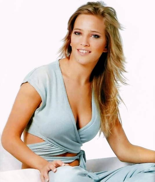 Celebrity 32F bra sizes | Celebrity Bra Sizes and Pics