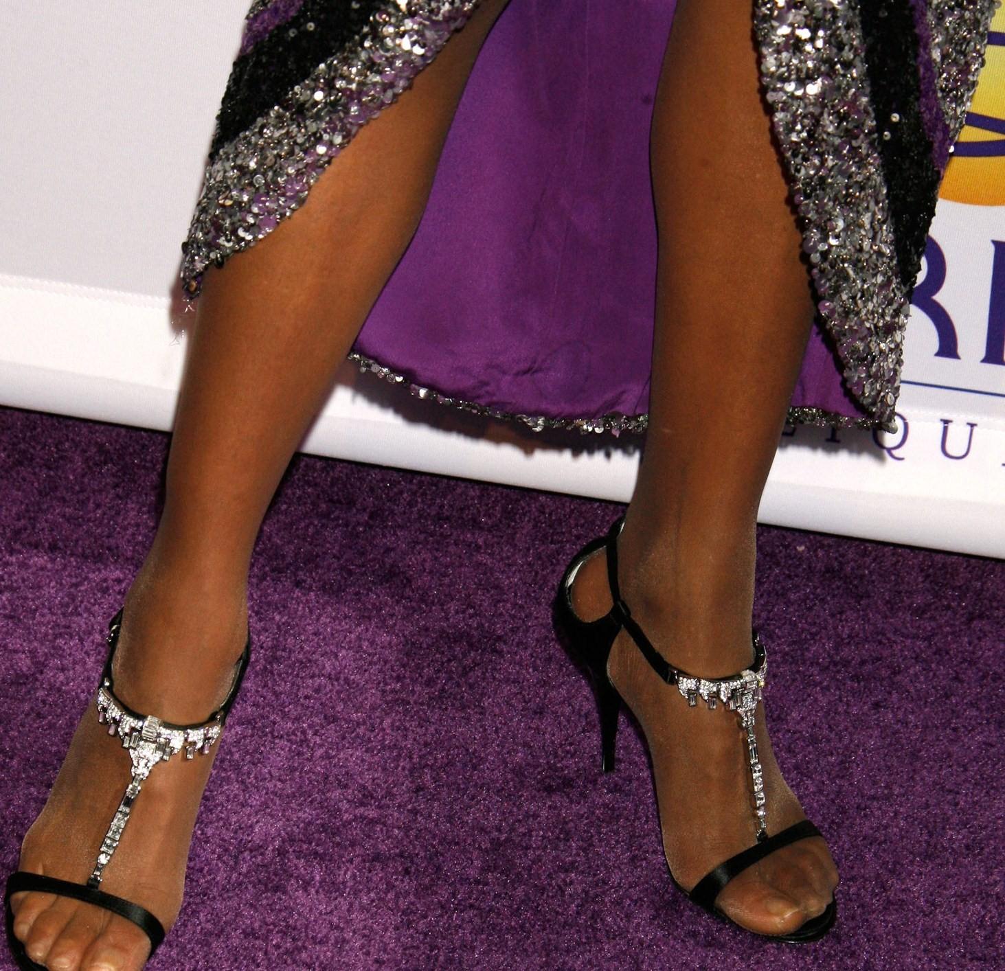 http://3.bp.blogspot.com/_UaLWp72nij4/THLfVZ1lr3I/AAAAAAAAT6o/pZUh3AhLVdA/s1600/whitney-houston-feet-3.jpg