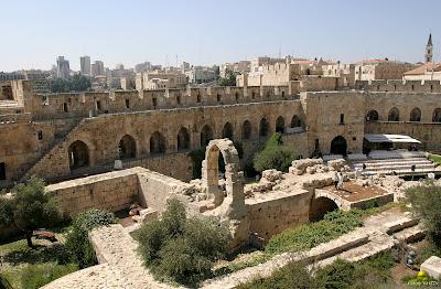 صور من اهم الاثار في فلسطين الحبيبهـ..! %D9%82%D9%84%D8%B9%D