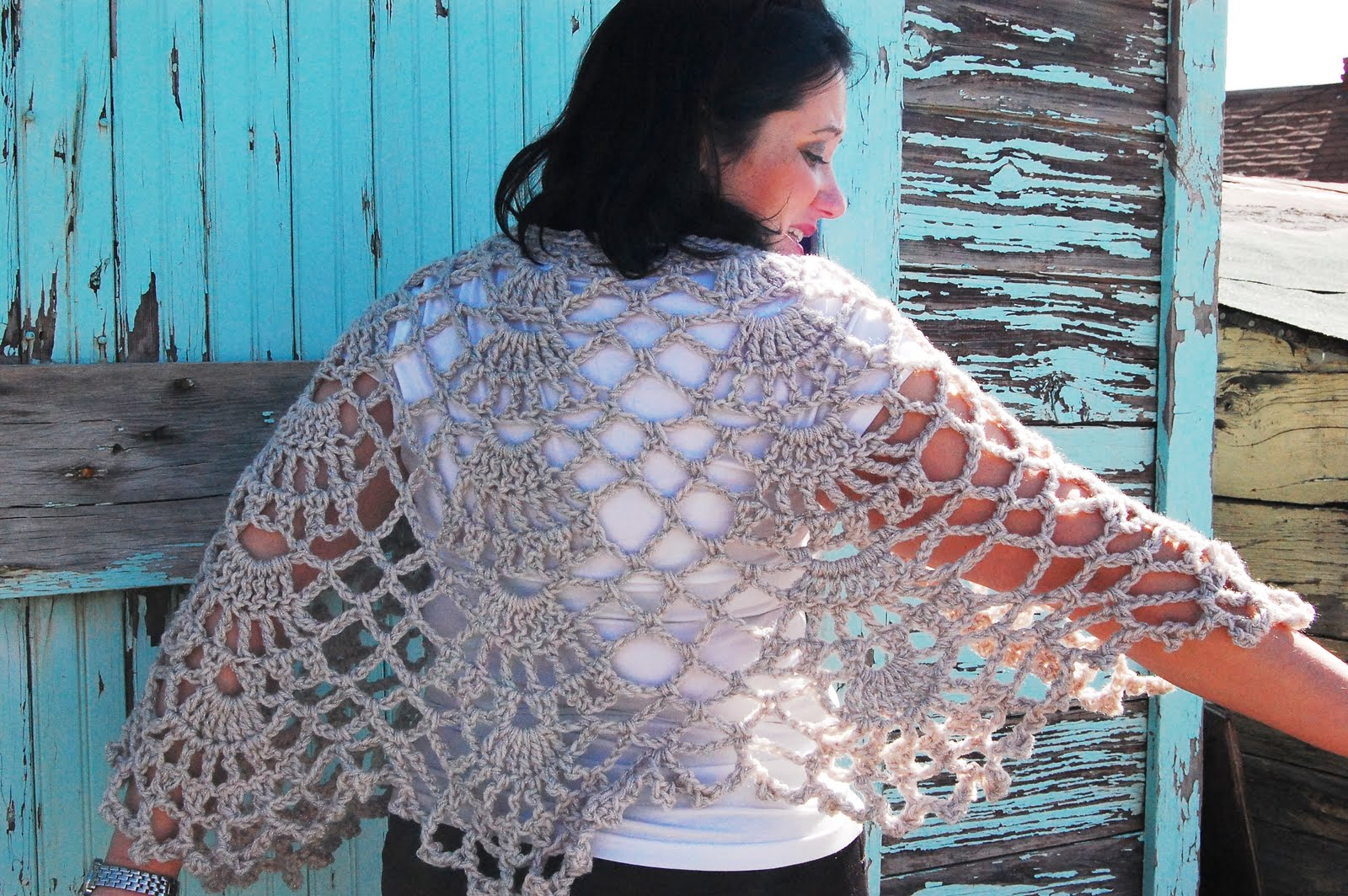 Graceful Shell Shawl Crochet Pattern | Red Heart