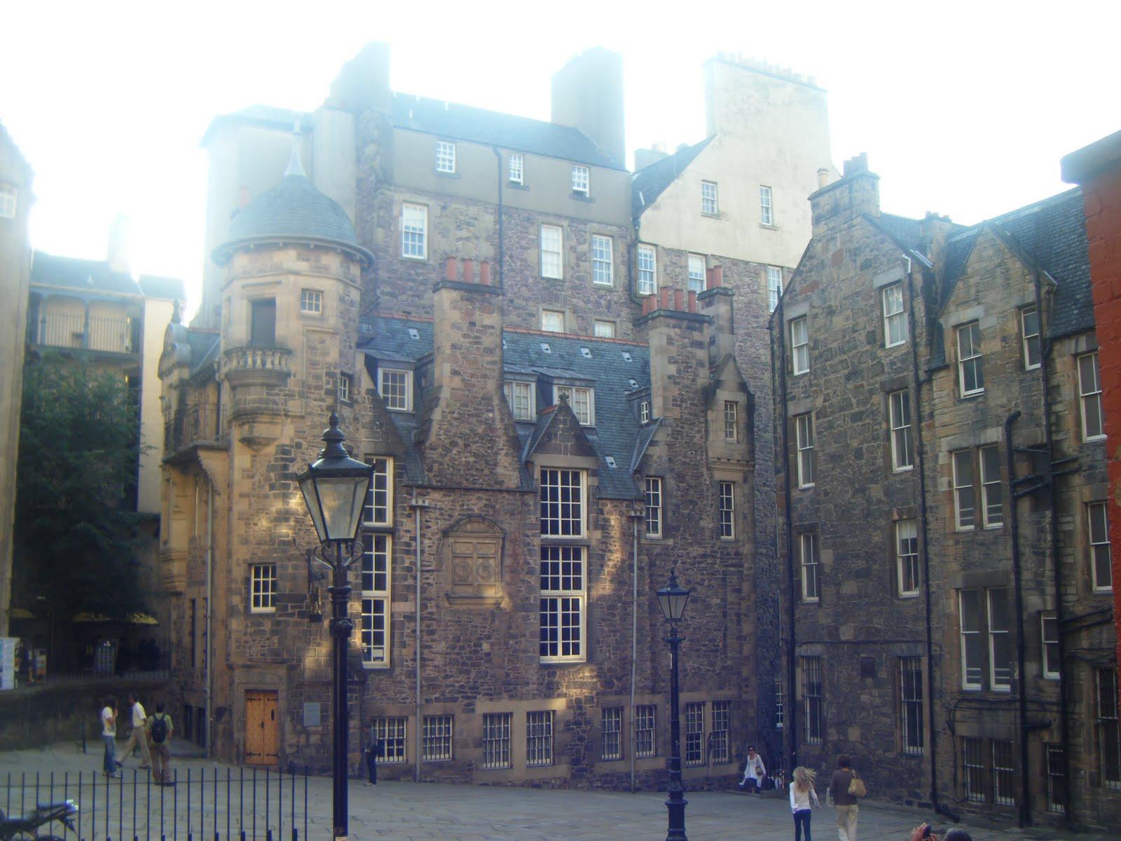 http://3.bp.blogspot.com/_UcIYoiKOLkM/TIOviKnB3JI/AAAAAAAAASQ/DT80UHu8SyY/s1600/Edinburgh+81.JPG