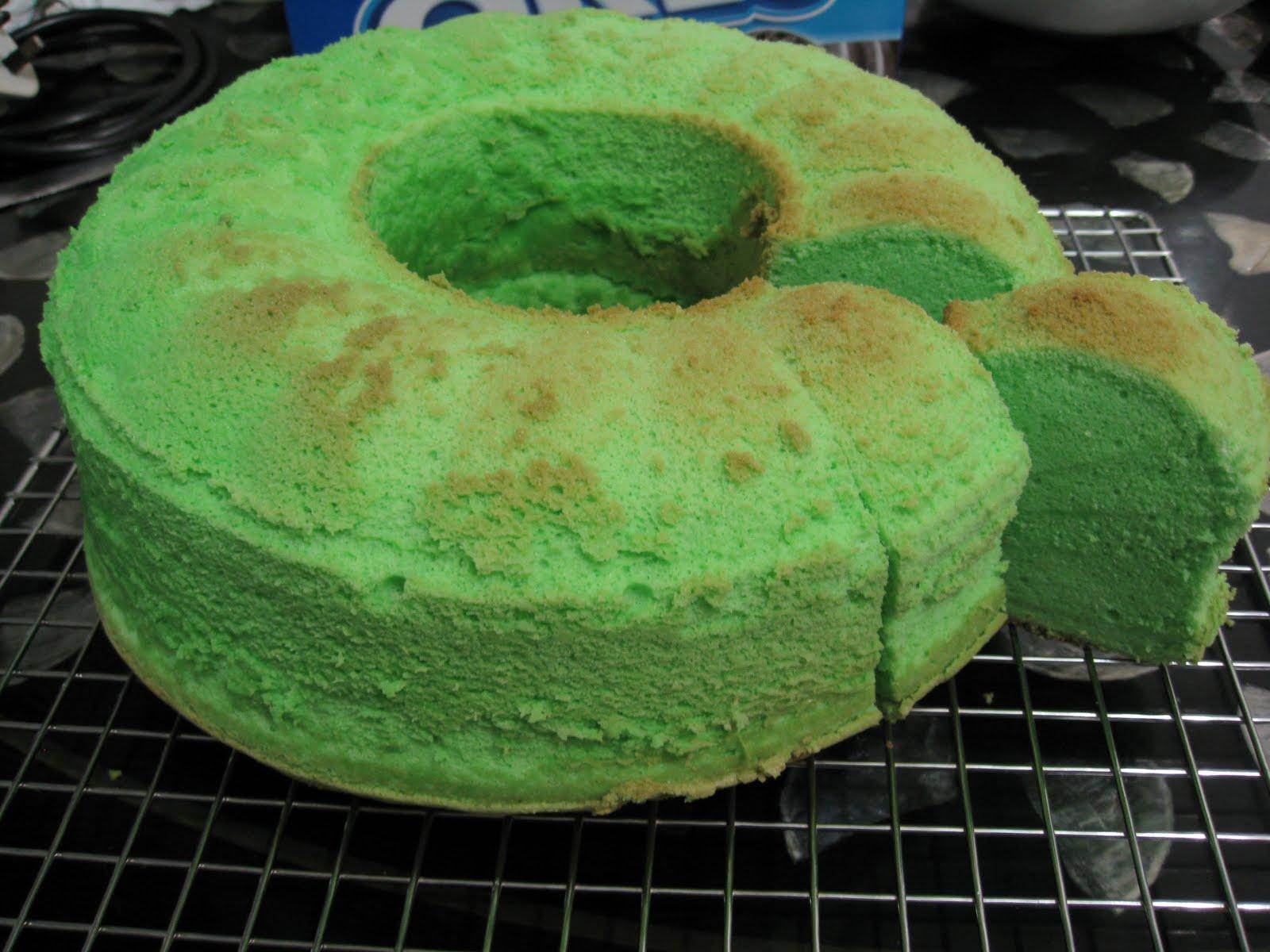 Confessions of a Baking Addict: Pandan chiffon cake