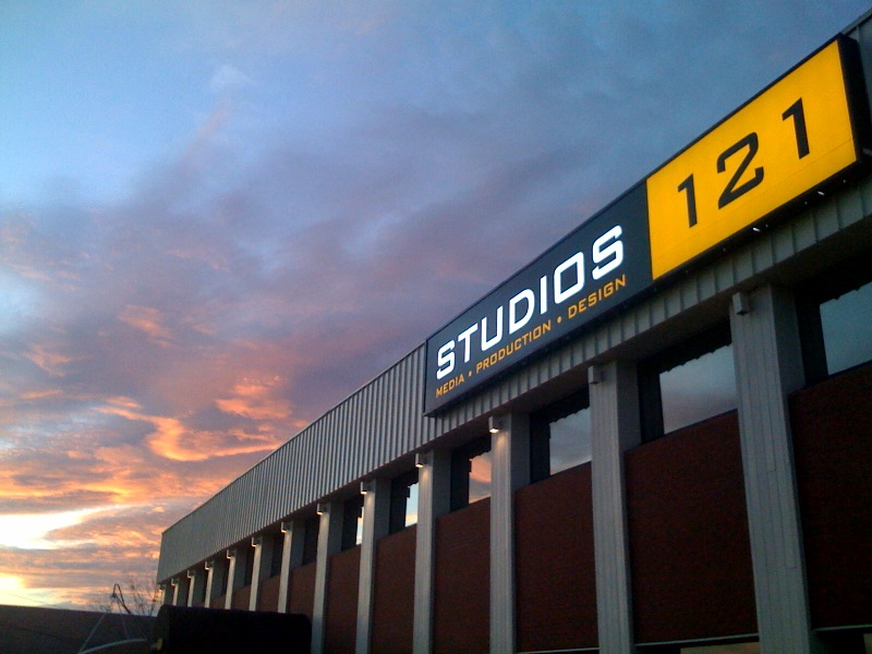 [studios121]