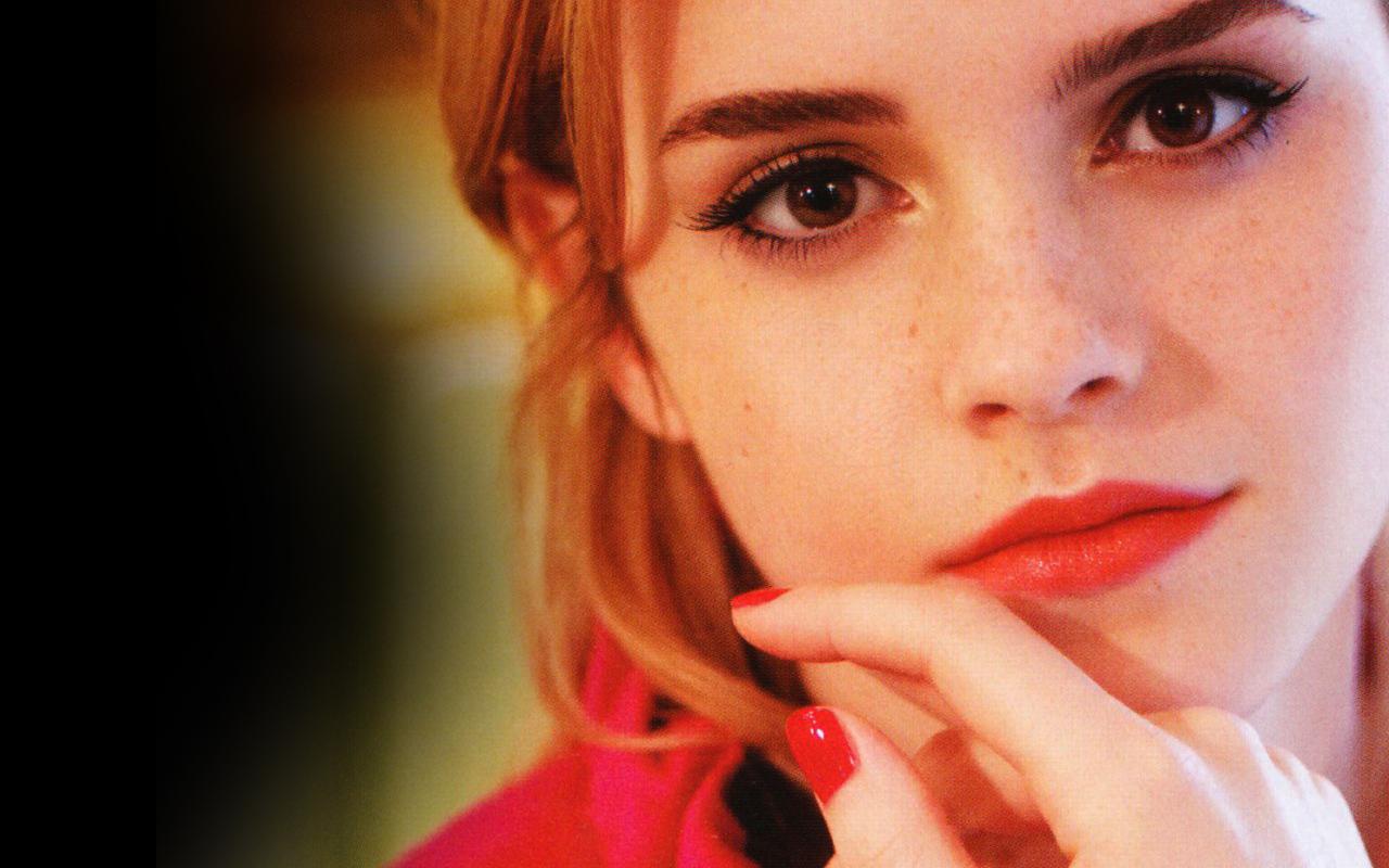 http://3.bp.blogspot.com/_Uf42tA7xWWA/TOAyXXUXSwI/AAAAAAAACEQ/fopcyPHRpNc/s1600/Emma-Watson-face-close-up.jpg