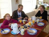 Beim Frühstück in der Lodge