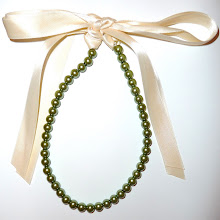 RicH oLiVe GReeN & DReaMy cReaMy 8mm PeaRL & RiBBoN NecKLaCe