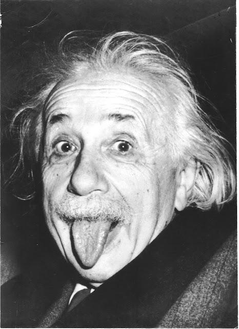 Einstein lengua humor