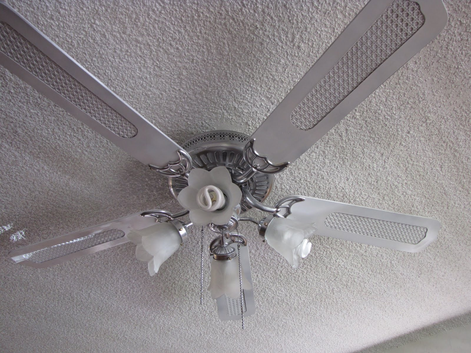 Paint Ceiling Fan : She s crafty can you spray paint ceiling fans