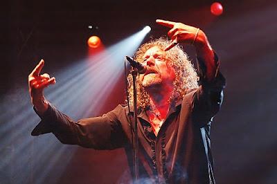 Robert Plant (Led Zeppelin) foi eleito o melhor vocalista de rock numa ...