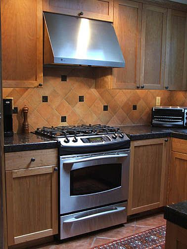 Ceramic Tile Backsplash With Dedo Inlay