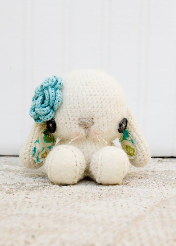 Amigurumi Bunny Pencil Holder : Bunny Rabbit Crochet Pattern