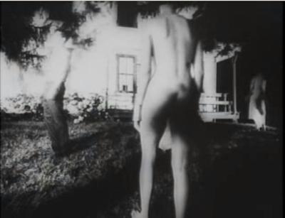 La noche de los muertos vivientes - Zombie desnuda
