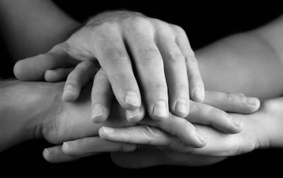 العمل التطوعي في الإسلام Handss