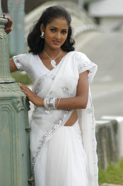Navel Kiss In White Saree