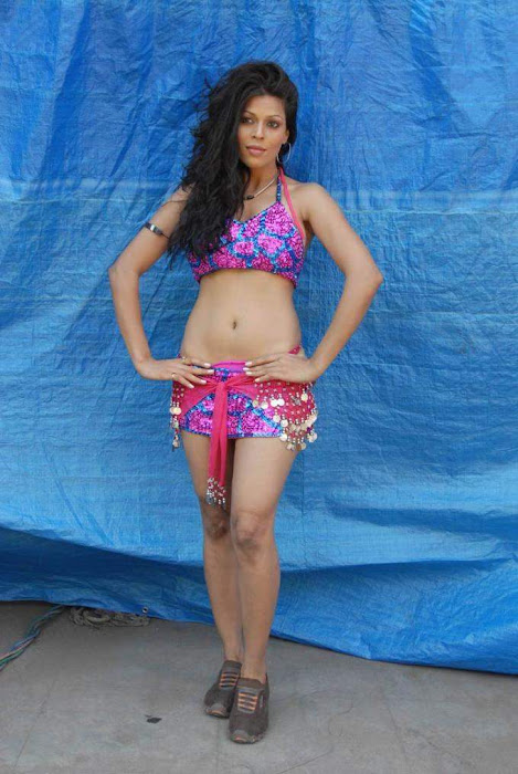 tollywood item girl jyothi raana from the backdrop of shooting spot hot photoshoot
