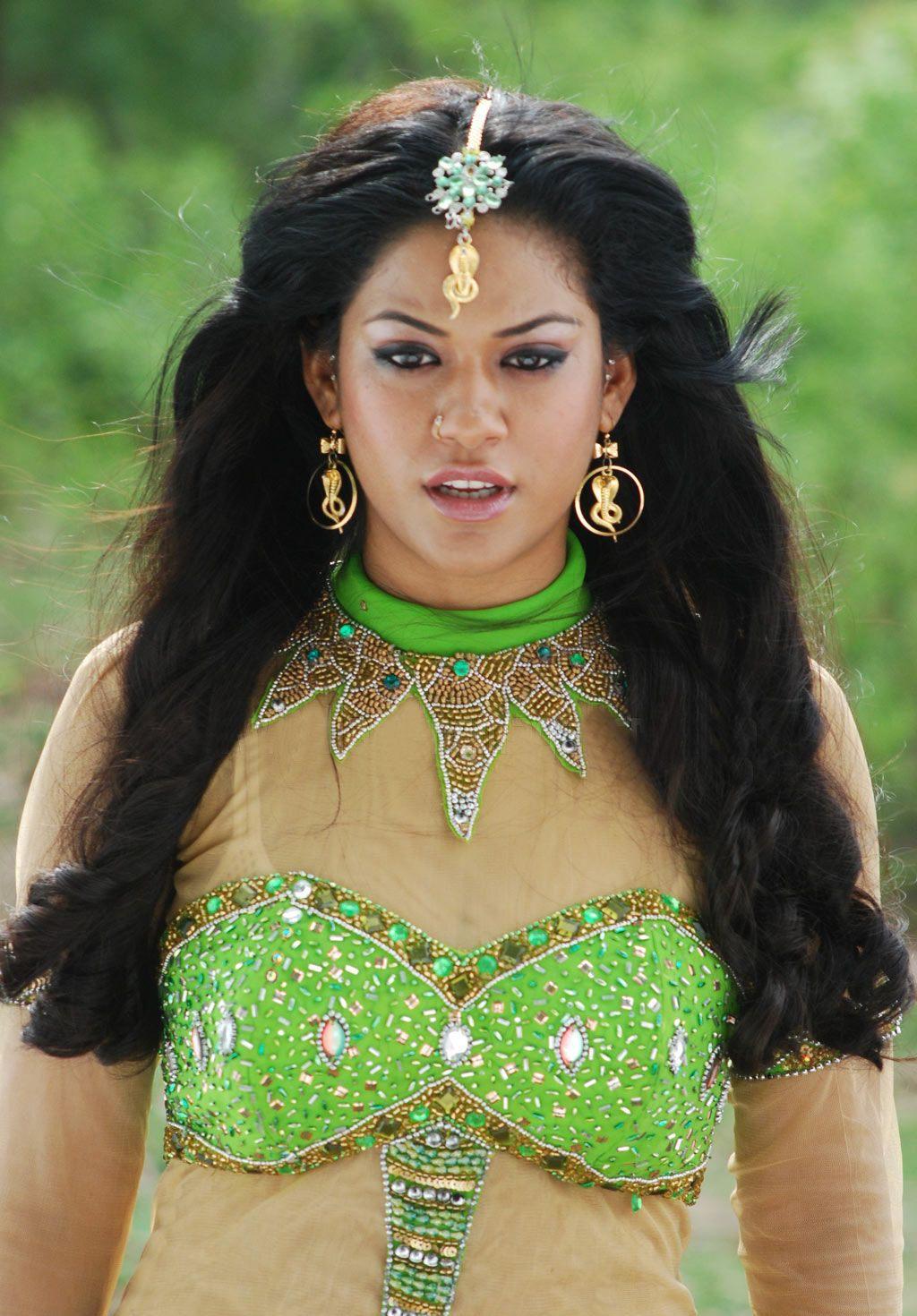 http://3.bp.blogspot.com/_Ul97oXYDgL8/TRxS4blrAMI/AAAAAAAAE5A/H0CfkMu2CV0/s1600/Mumaith+Khan-hot-item-girl-ever+%252815%2529.jpg