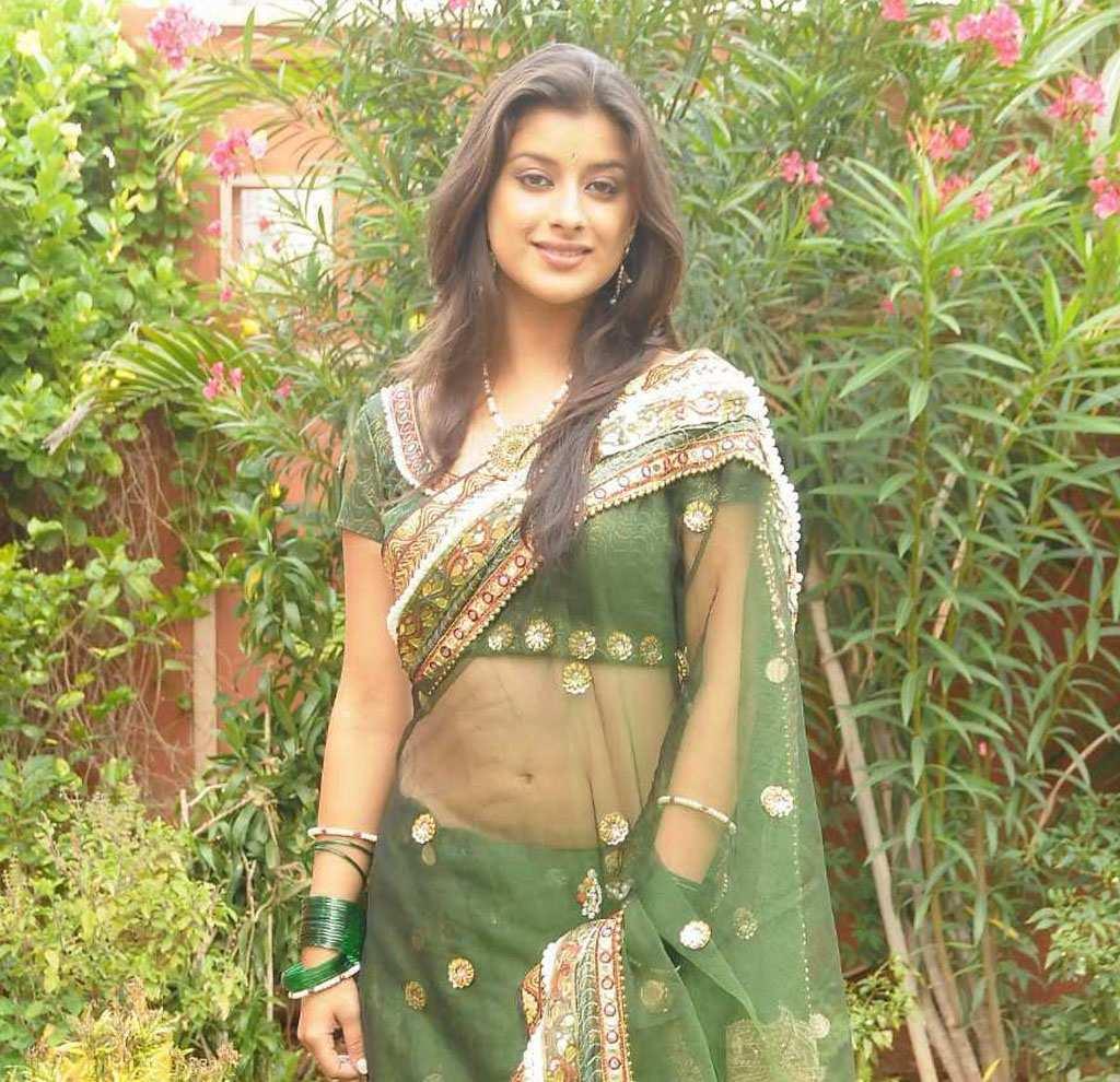 http://3.bp.blogspot.com/_Ul97oXYDgL8/TRxajrYIKMI/AAAAAAAAE8o/SaOMalcN9UY/s1600/tollywood-actress-madhurima-in-transparent-saree-navel-show+%25284%2529.jpg