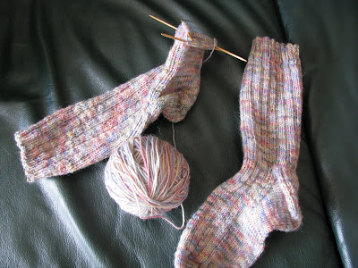 http://chrisknitsinniagara.blogspot.ca/2008/04/best-sock-pattern-ever.html