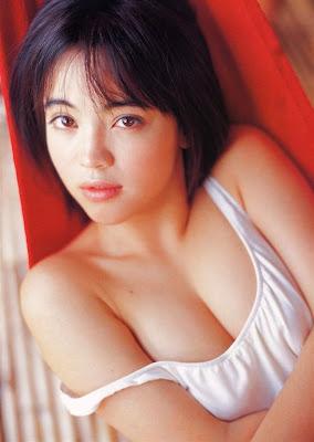 Menikmati Kecantikan Luna Nagai