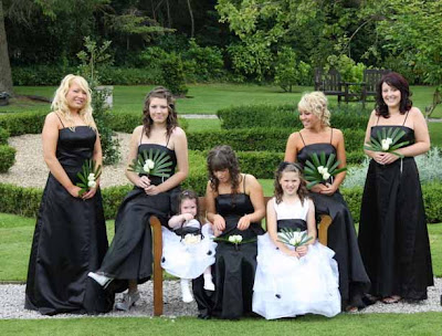 Black  White Bridesmaids Dresses on Beautiful Bridesmaid S Bouquets  Black   White Bridesmaids Floral Fans