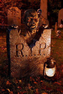 Image #2 from the 2009 yard haunt by Bones of Haunt Style