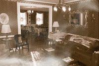 دخان يدل على شبح في صورة التقطت لغرفة في النزل