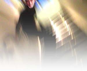 لقاء مع شبح على الدرج