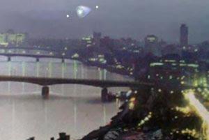تصور فني للجسم المجهول المخروطي في سماء بغداد