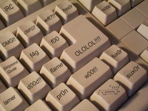 http://3.bp.blogspot.com/_UreWL-QWcxQ/Sde7yqhvrzI/AAAAAAAAAlA/-uyf2uDLPPM/s320/teclado_geek.jpg
