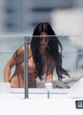 Kardashian  on Manny Ramirez  Larissa Riquelme S Bra Size Similar To Kim Kardashian